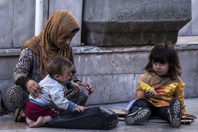Syryjscy uchodźcy żyje przy ulicami obrazy royalty free