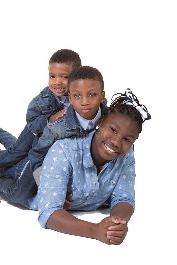 3 syskon arkivfoto