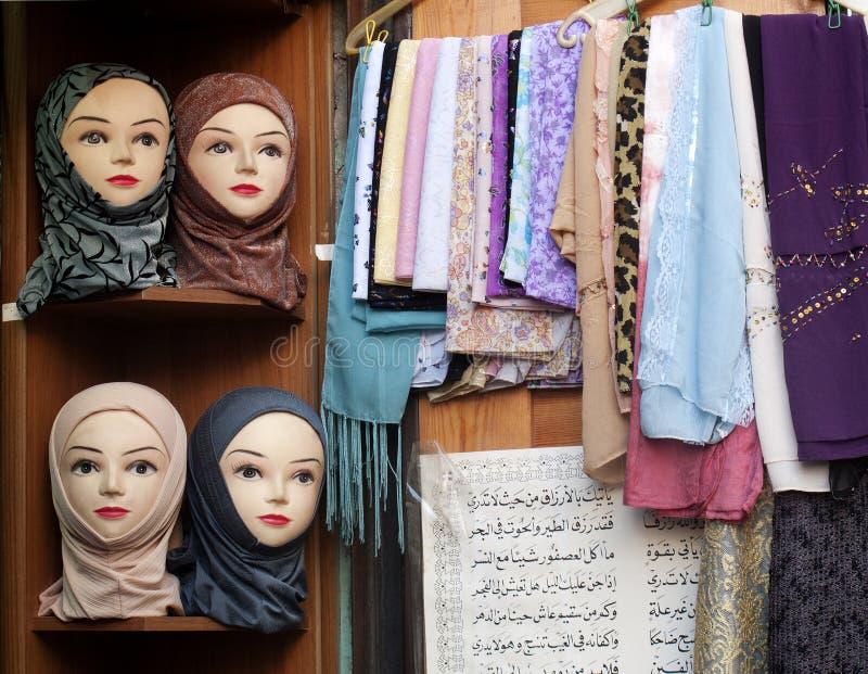 Système d'écharpe dans le souk de Damas Syrie photo stock