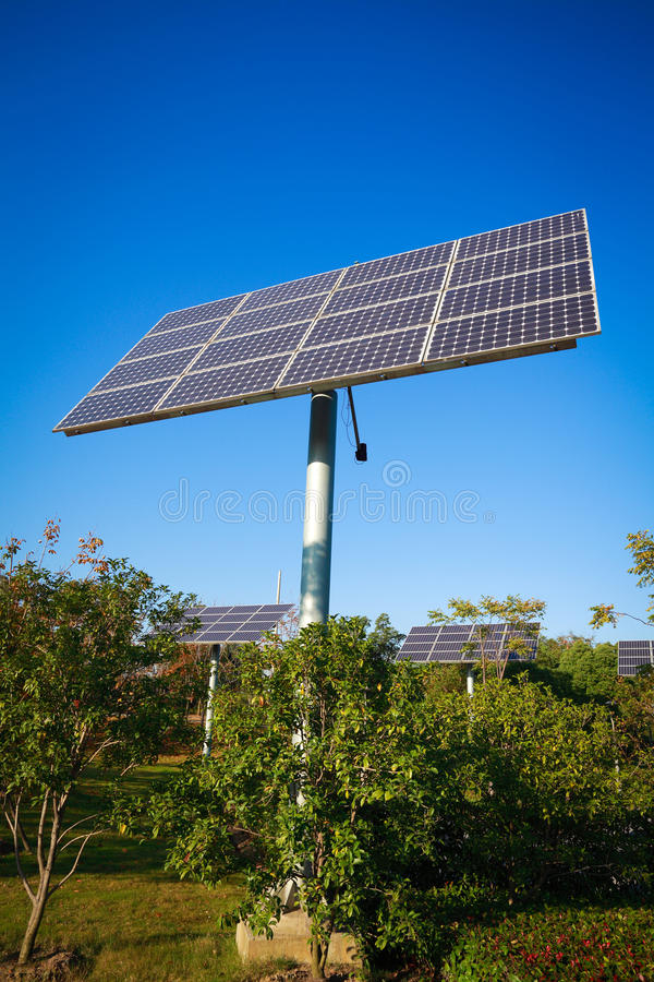 Système d'alimentation solaire vert d'énergie de parc photos stock