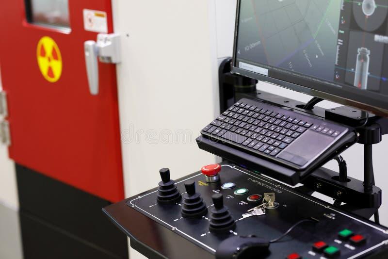 Système d'inspection commandé par ordinateur de rayon X image stock