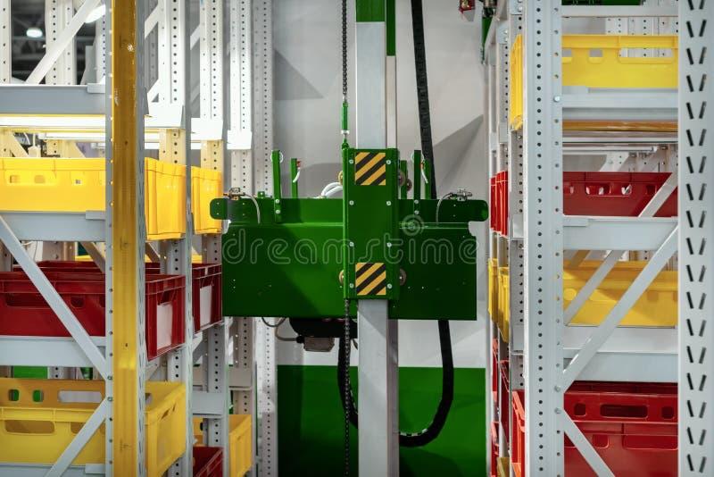 Système de déchargement et de chargement d'entrepôt automatique photographie stock