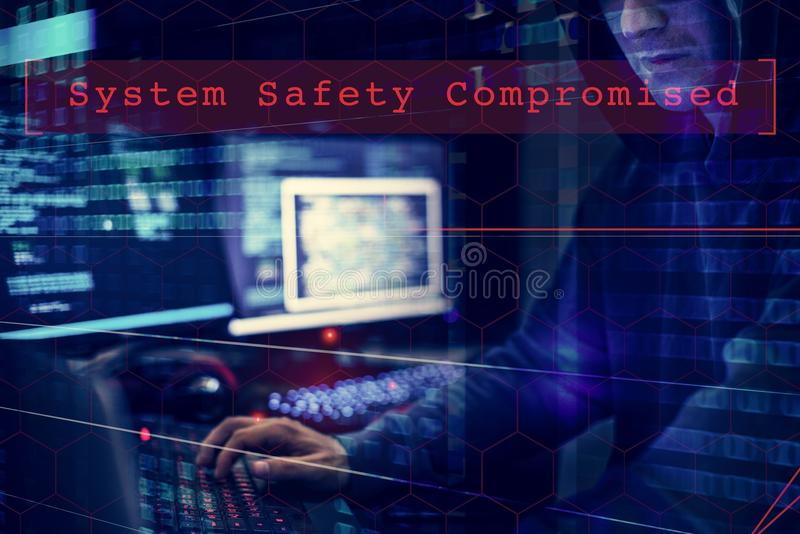 Système de données de pirate informatique entaillant le cyberespace criminel image stock