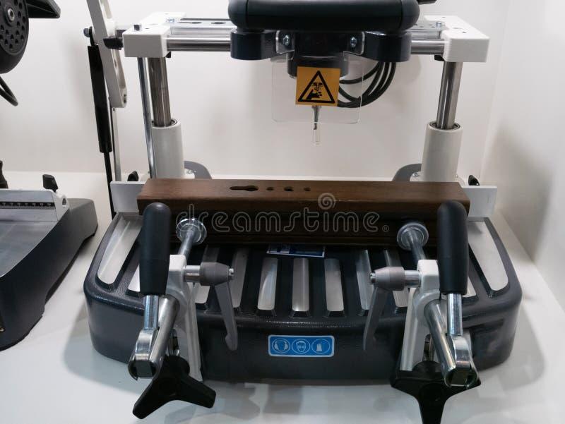 Système de fraisage de commande numérique par ordinateur de perçage de table industriel pour le métier de DIY photographie stock libre de droits