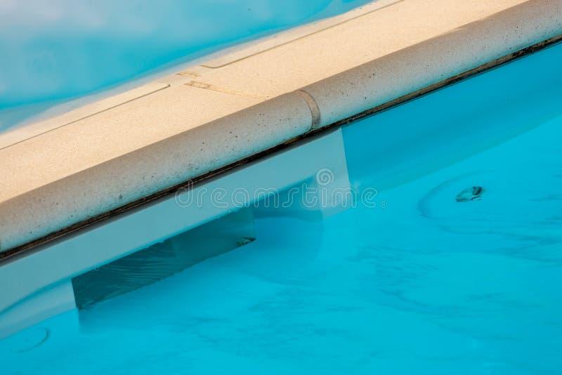 Système de piscine de filtration d'équipement d'écumoire de mur photos stock