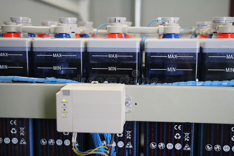 Système de remplissage des accumulateurs industriels d'approvisionnement en électricité de batterie de C.C images stock