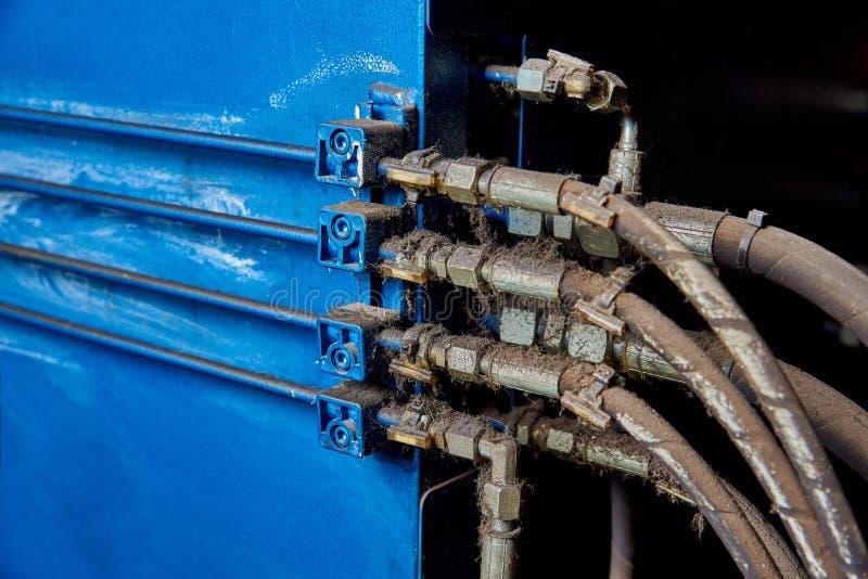Système de tuyau poussiéreux sale dans l'usine images libres de droits
