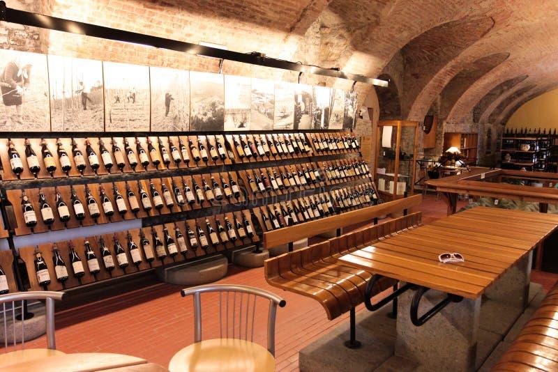 Système de vin dans Barolo image libre de droits