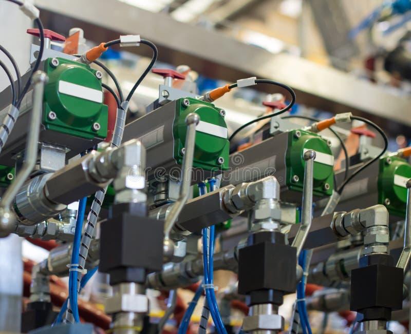 Système industriel hydraulique automatique de valve d'injection photographie stock