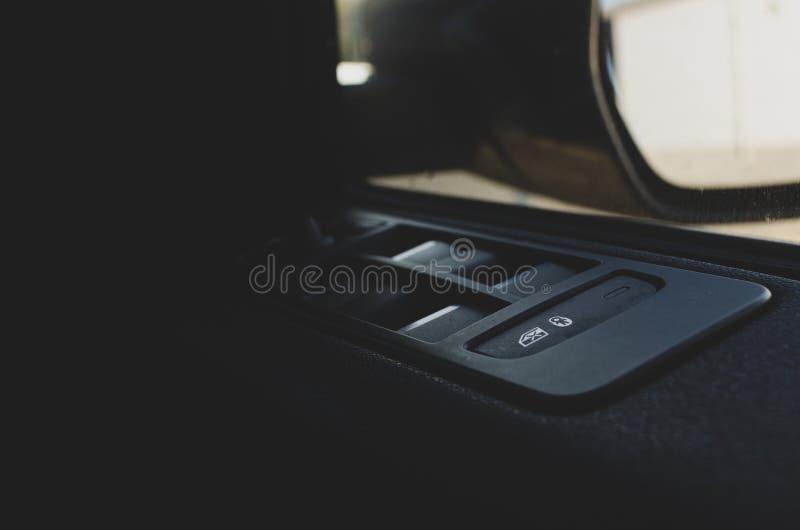Systèmes de serrure d'enfant de voiture dans la voiture images stock
