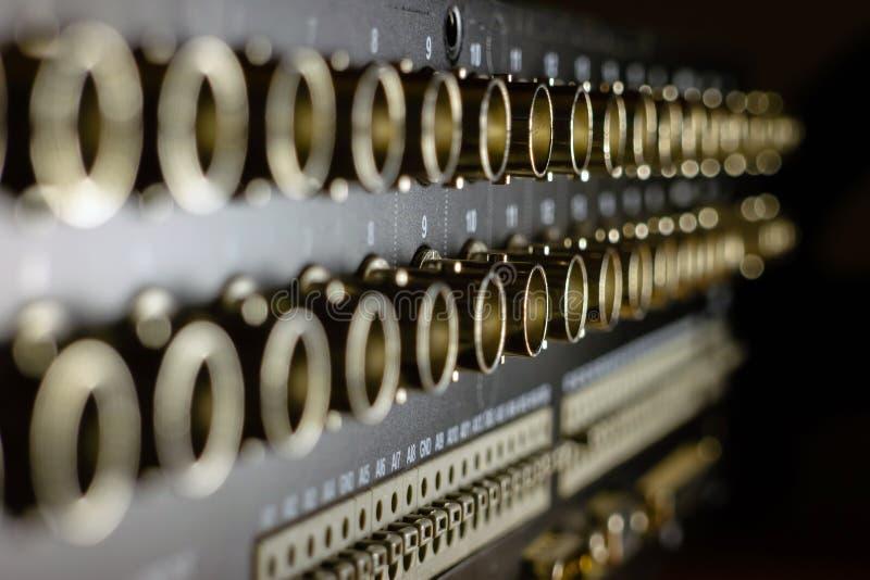 Systèmes modernes de télévision en circuit fermé Connecteurs de BNC pour les caméras vidéo se reliantes photographie stock