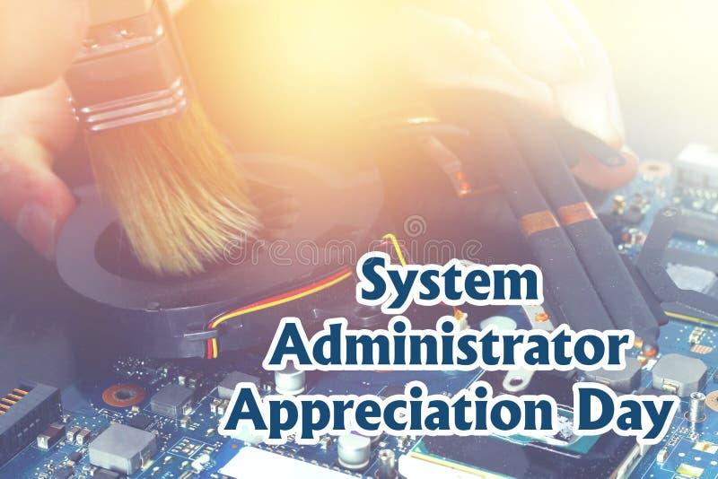 Systeembeheerder Appreciation Day Prentbriefkaar voor de vakantie De kerel bevestigt laptop royalty-vrije stock afbeeldingen