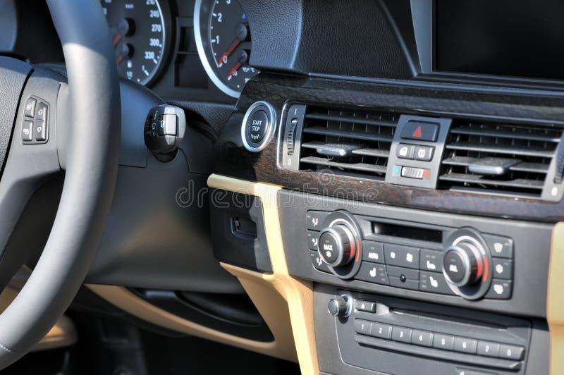 system för bilkontrollsalong arkivfoto