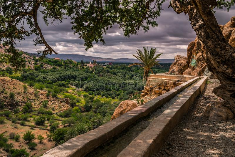 System irygacyjny w wzgórzach, afryka pólnocna, Maroko zdjęcia royalty free