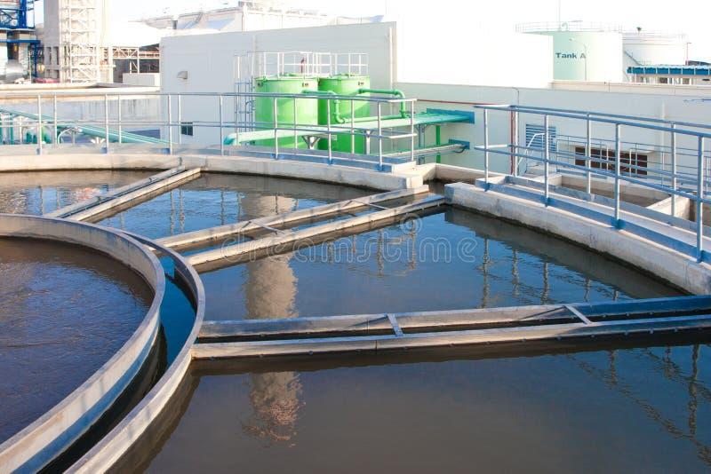 Systemsbecken der Abwasserbehandlung stockfotos