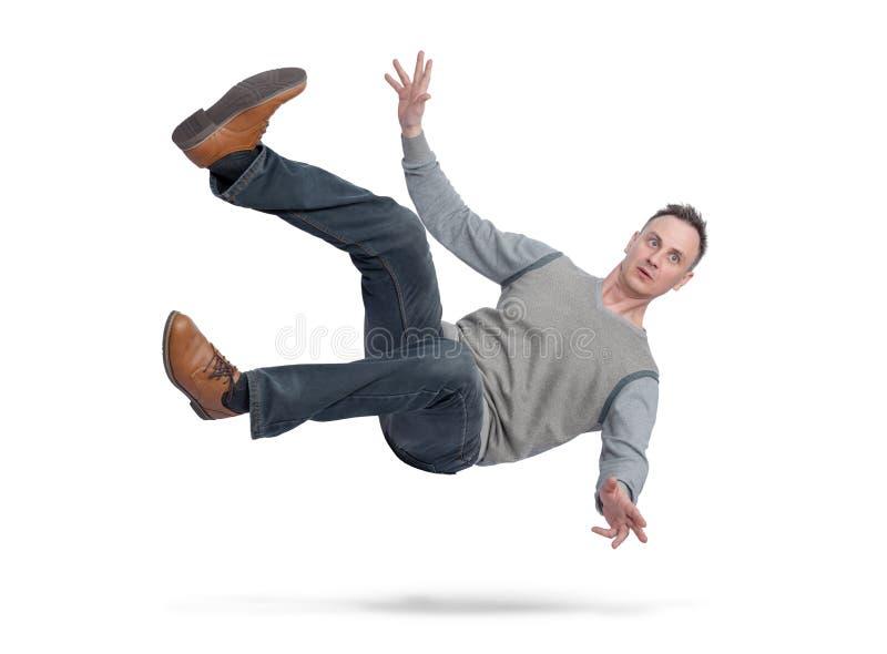 Sytuacja mężczyzna w przypadkowych ubraniach jest spada puszkiem pojedynczy białe tło Pojęcie wypadek obraz stock