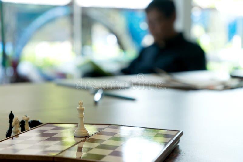 szachowa deska w biznesowym biurze obraz royalty free