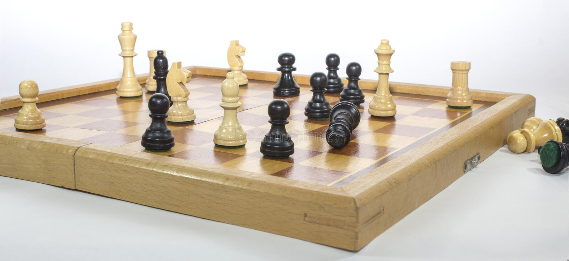 Szachowej gry Czarny i biały strategia biznesowa zdjęcie royalty free