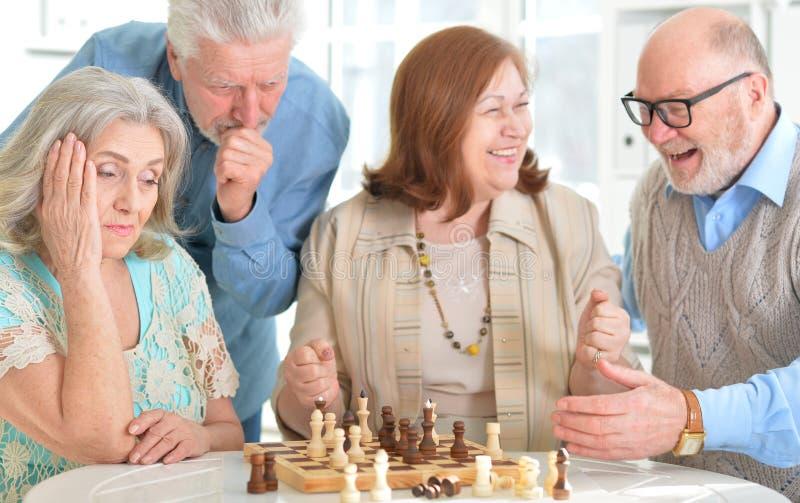 szachowy bawić się mężczyzna zdjęcia royalty free