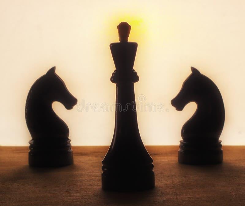 Szachowy królewiątko i konie obrazy stock