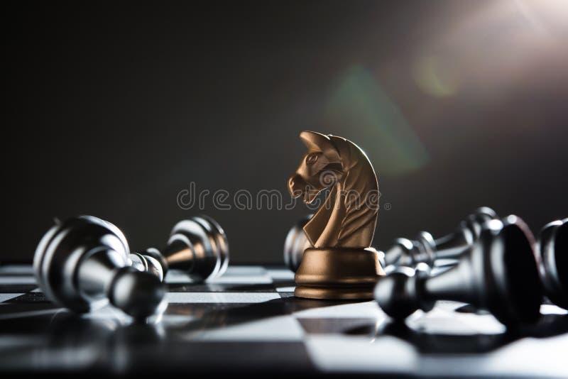 Szachy bitwy porażki pionek srebro drużyna zdjęcie royalty free