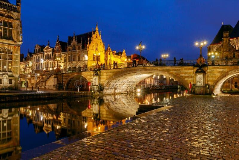 szacowny Widok stary miasto przy nocą obrazy stock