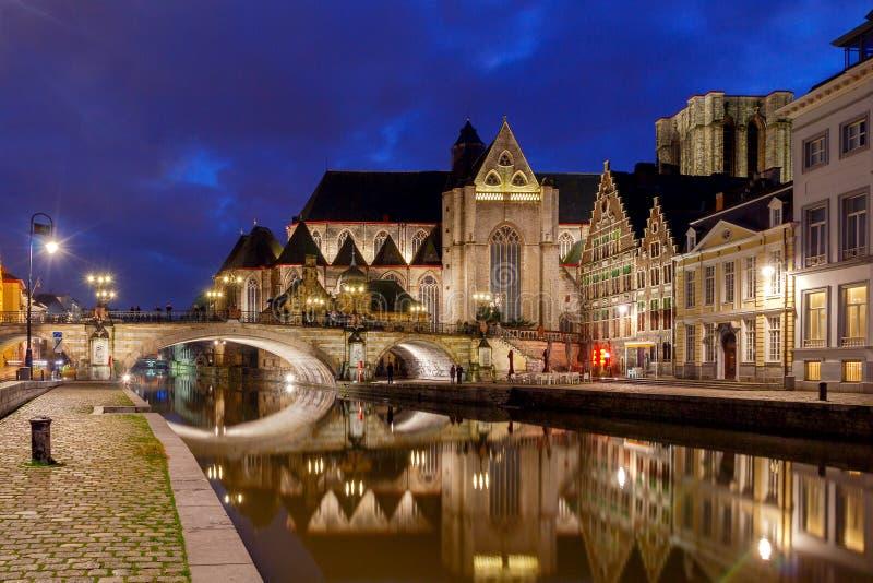szacowny Widok stary miasto przy nocą obraz royalty free