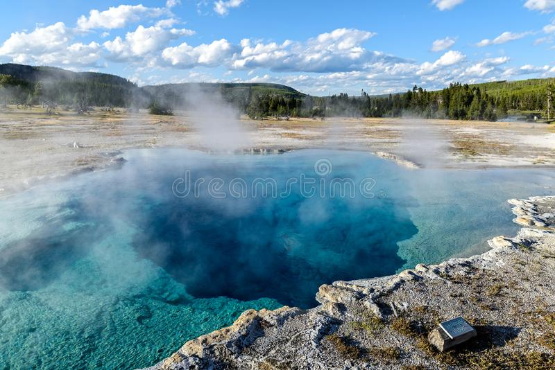 Szafirowy basen w Yellowstone parku narodowym zdjęcie royalty free