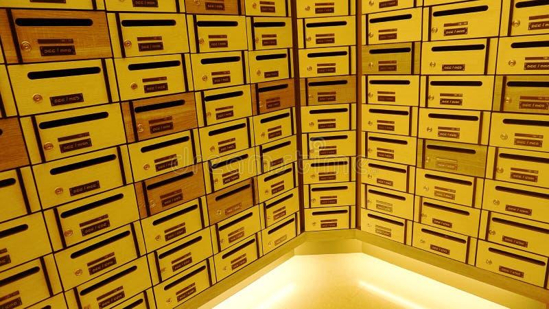 Szafki poczta skrzynka pocztowa lub pudełko zdjęcia royalty free