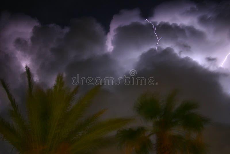 Download Szaleństwo zdjęcie stock. Obraz złożonej z światło, deszcz - 136100