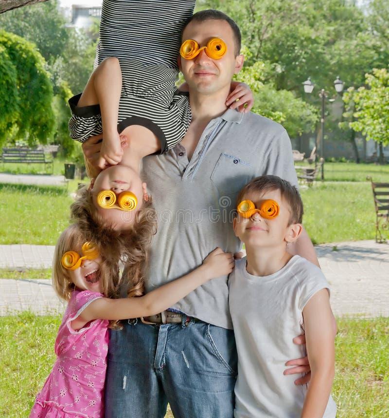 Szalony father's dzień w parku zdjęcia stock