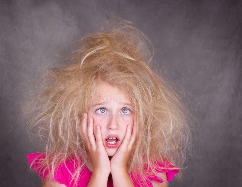szalony krzyż przyglądający się dziewczyny włosy obrazy stock