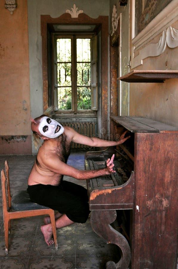 Szalony mężczyzna w madhouse w Włochy zdjęcia royalty free