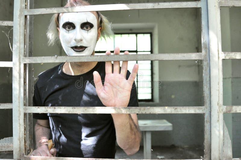 Szalony mężczyzna w zaniechanym domu w Włochy zdjęcie royalty free