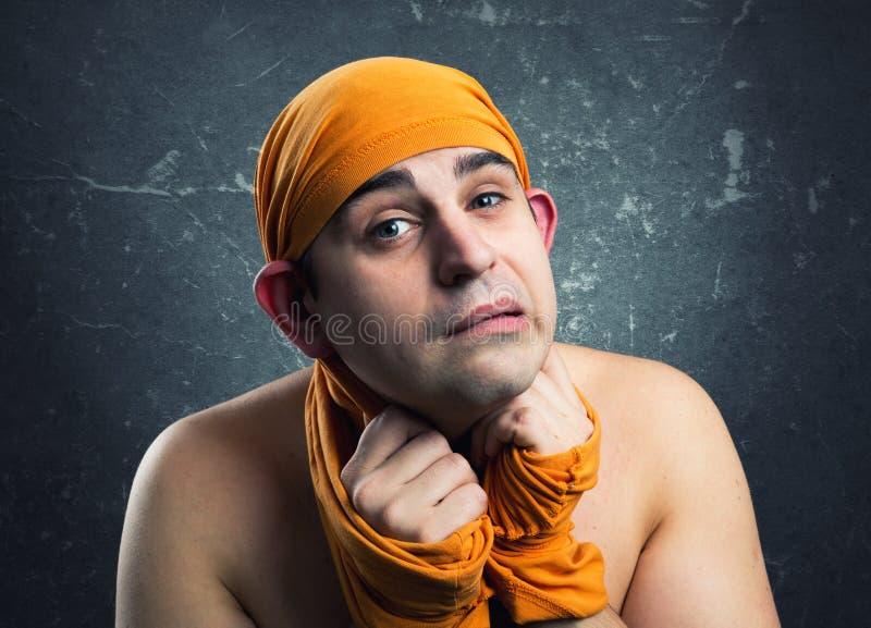 Szalony mężczyzna weared żółta tkanina zdjęcie royalty free
