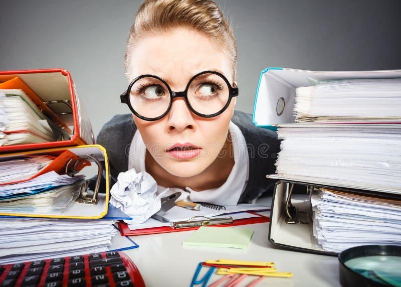 Szalony rozważny księgowego bizneswoman obraz stock