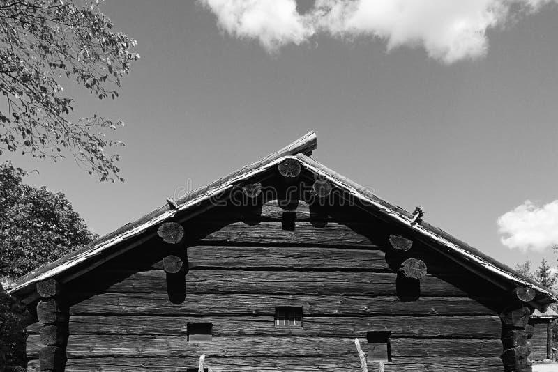 Szalunku domowy czarny i biały obraz stock