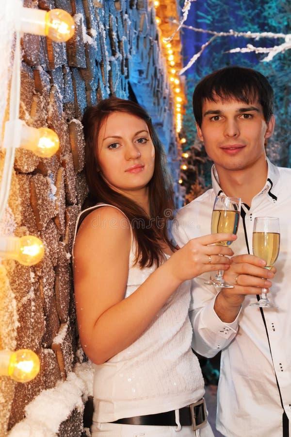 szampańska szkieł mężczyzna stojaka kobieta zdjęcia stock