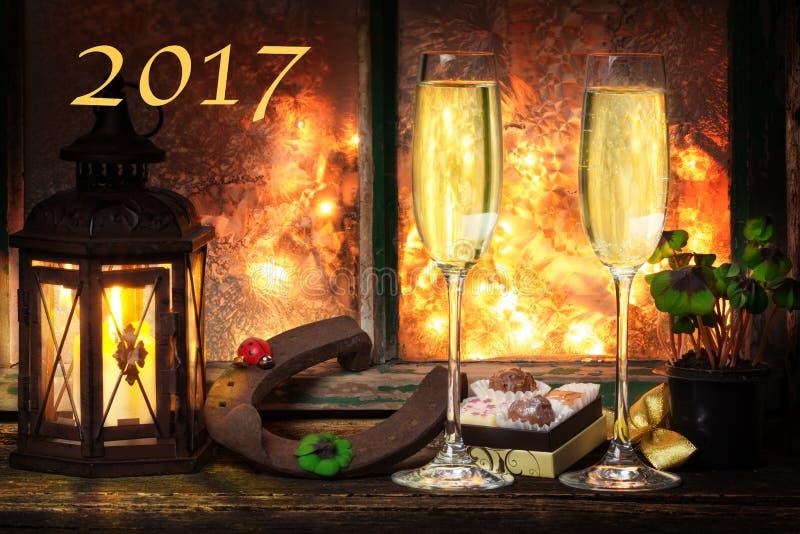 Szampański Nowy Year& x27; s wigilia, szczęśliwy nowy rok 2017 obraz royalty free