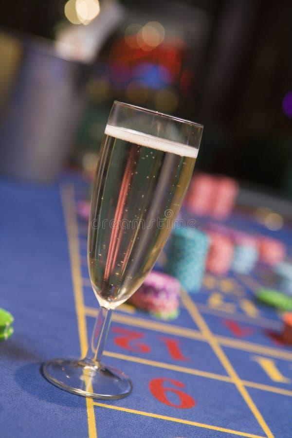 szampan rulety szklany stół się blisko obraz royalty free