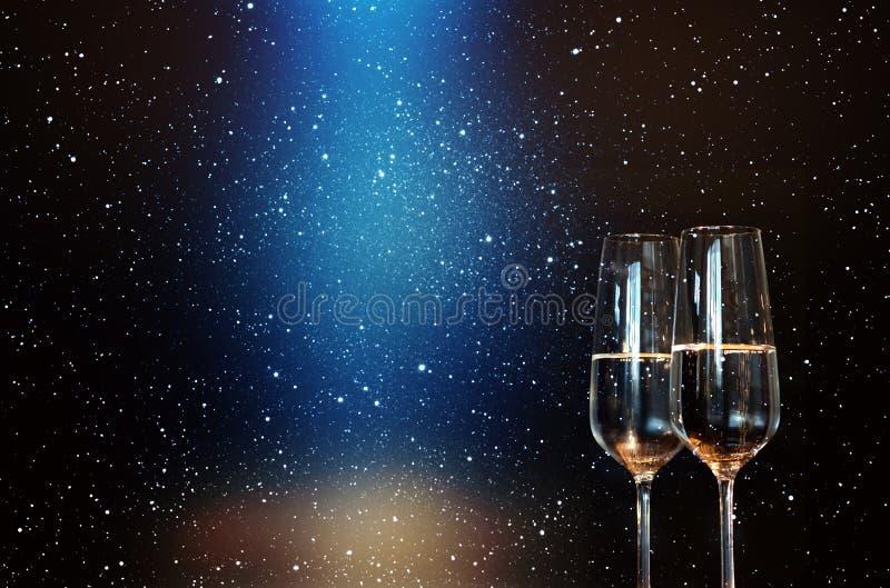 Szampan z błękitnym światłem reflektorów fotografia royalty free
