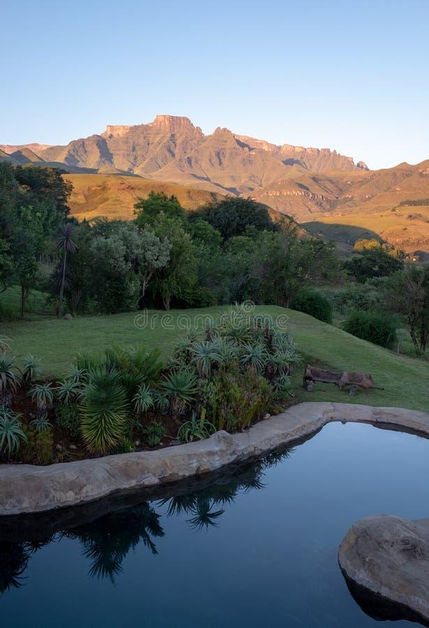 Szampana kasztel, Cathkin szczyt i michaelity Cowl: szczyty blisko Winterton tworzy część środkowy Drakensberg, Południowa Afryka obrazy stock
