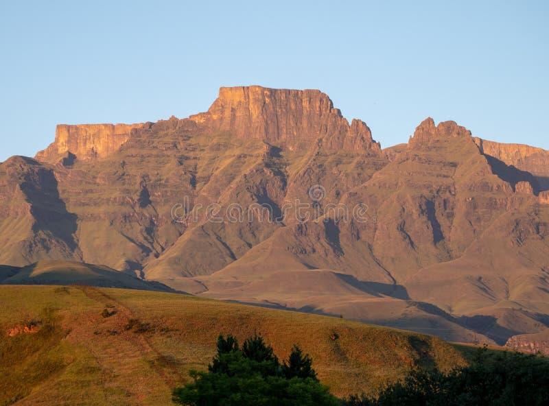 Szampana kasztel, Cathkin szczyt i michaelity Cowl: szczyty blisko Winterton tworzy część środkowy Drakensberg, Południowa Afryka obraz royalty free