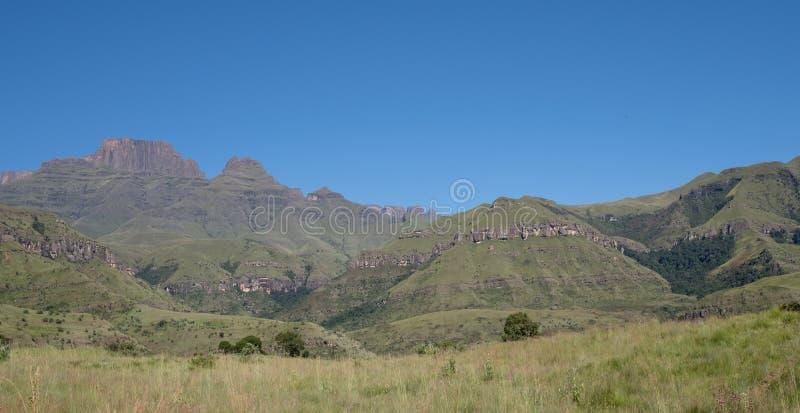Szampana kasztel, Cathkin szczyt i michaelity Cowl: szczyty blisko Winterton tworzy część środkowy Drakensberg, Południowa Afryka zdjęcie royalty free