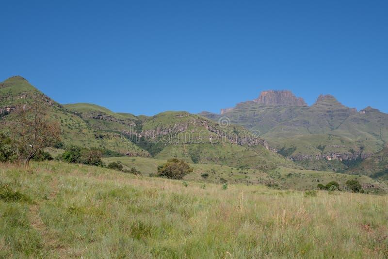 Szampana kasztel, Cathkin szczyt i michaelity Cowl: szczyty blisko Winterton tworzy część środkowy Drakensberg, Południowa Afryka obraz stock