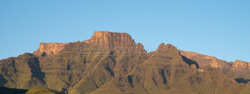 Szampana kasztel, Cathkin szczyt i michaelity Cowl: szczyty tworzy część środkowy Drakensberg pasmo górskie, Południowa Afryka obraz royalty free