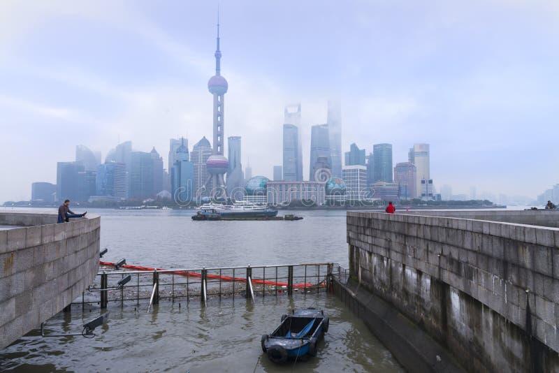SZANGHAJ, CHINY - 29 2017 DEC: Szanghaj wysokość wzrasta biuro i obrazy stock
