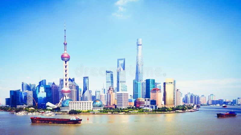 Szanghaj linia horyzontu, Panoramiczny widok Shanghai linia horyzontu i huangpu rzeka, zdjęcie stock