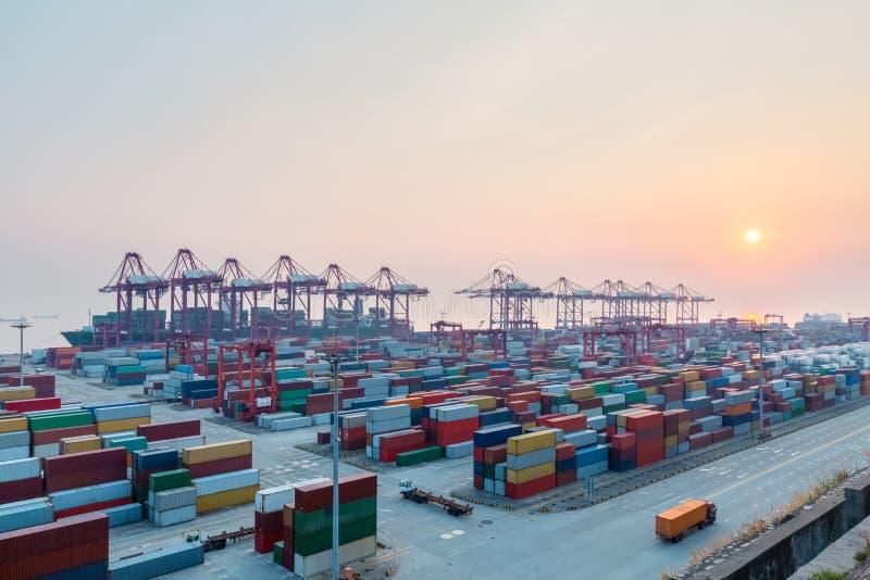 Szanghaj port przy półmrokiem zdjęcie stock