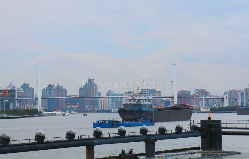 Szanghaj przemysłowy portowy pejzaż miejski Chiny zdjęcia royalty free